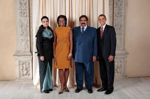 President Barack Obama and First Lady Michelle Obama with The Former Emir of Qatar Hamad Bin Khalifa Al-Thani and his second wife, Sheikha Mozah bint Nasser Al Missned. Image courtesy of Wikimedia Commons.